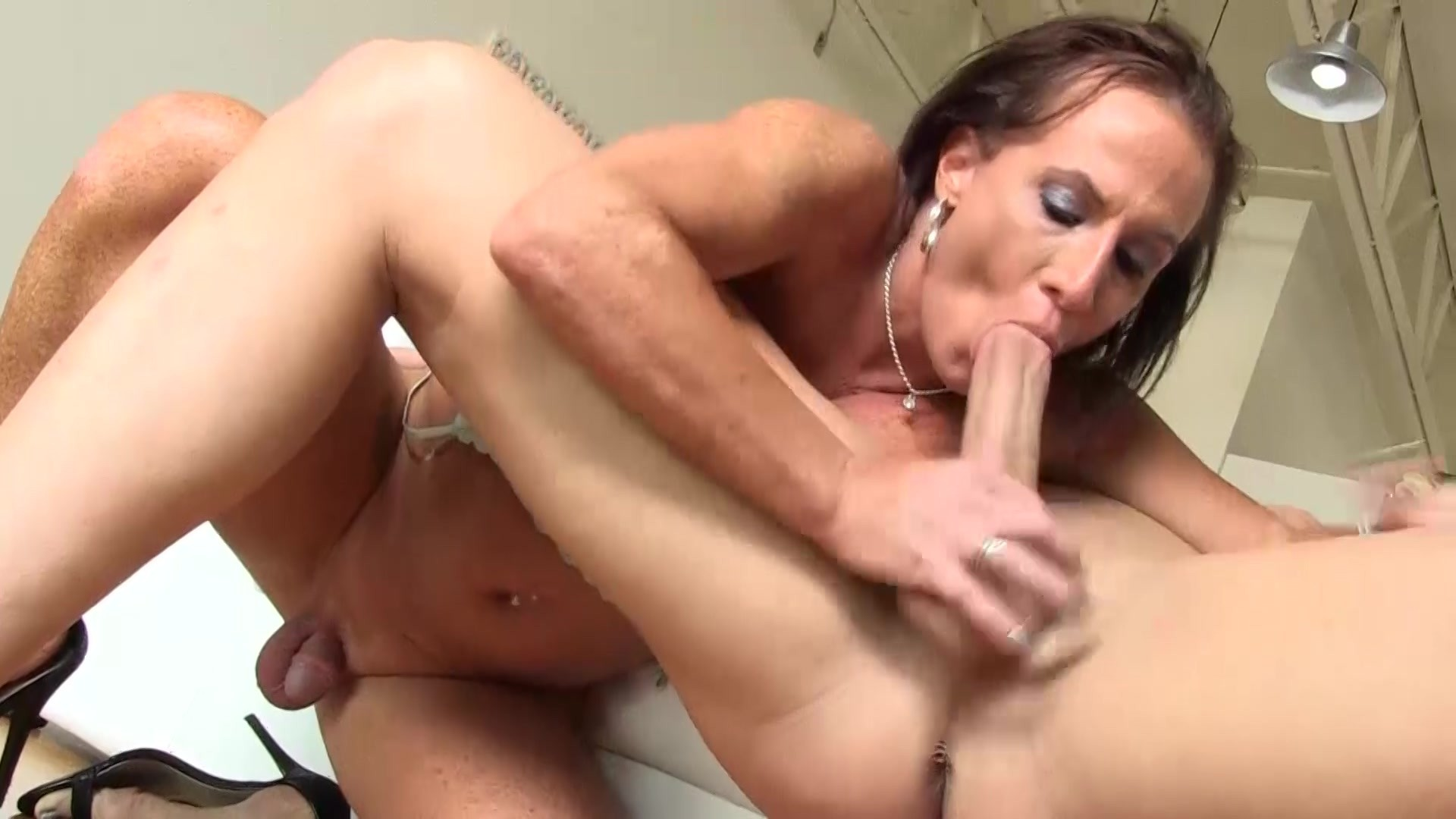 Free horny shemale porn