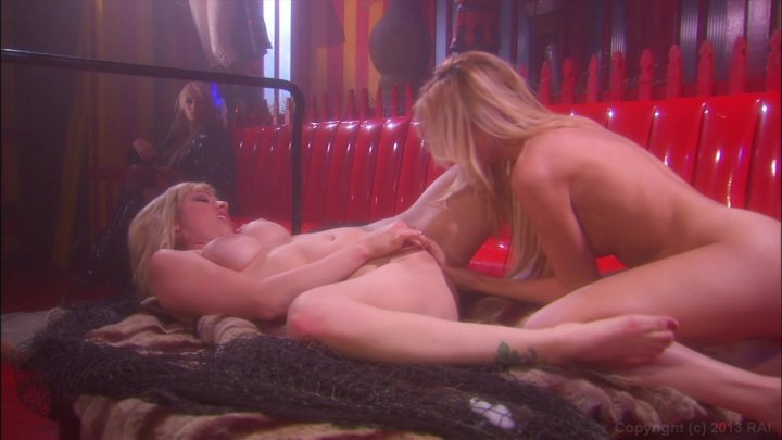 Streaming porn video still #1 from Predator II: The Return