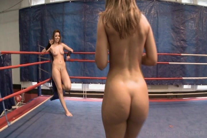 Club de lucha de mujeres desnudas