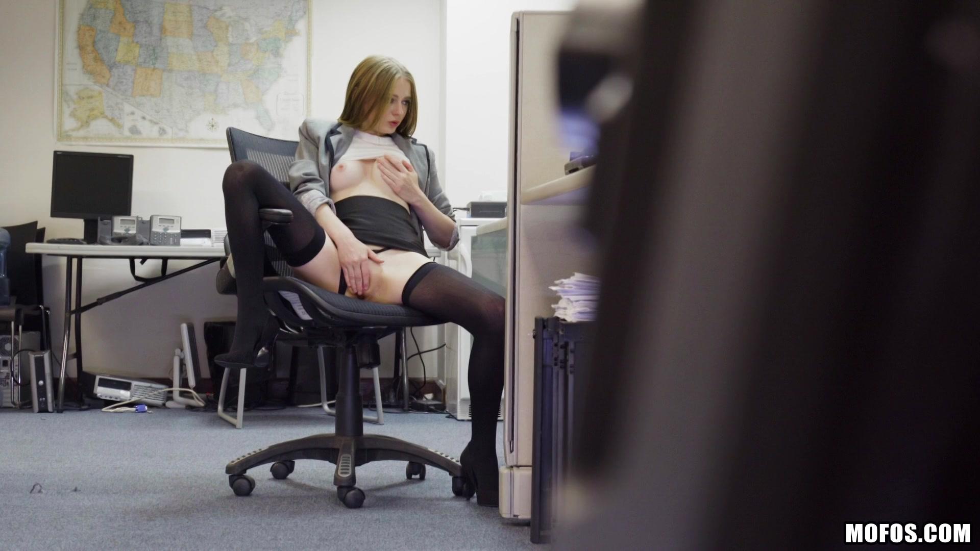 видео мастурбации подглядывание в офисе выпускала