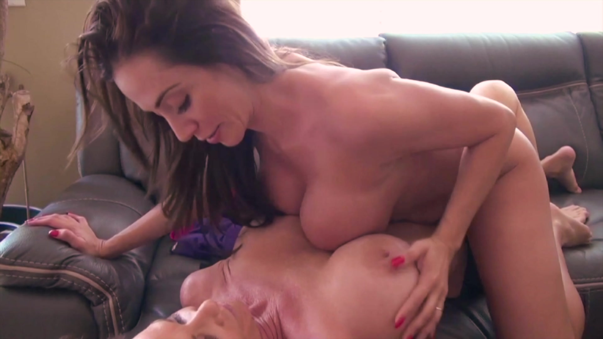 CHRIS: Horny milf jolene swallowing a cock