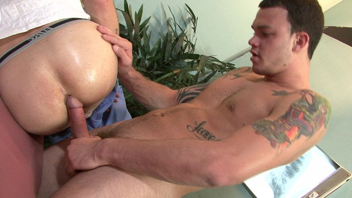 Streaming porn video still #2 from Lick It Clean: Below The Rim 2