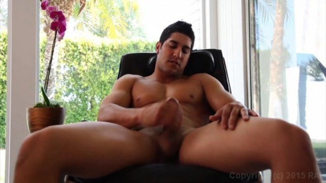 Streaming porn video still #5 from Bromance
