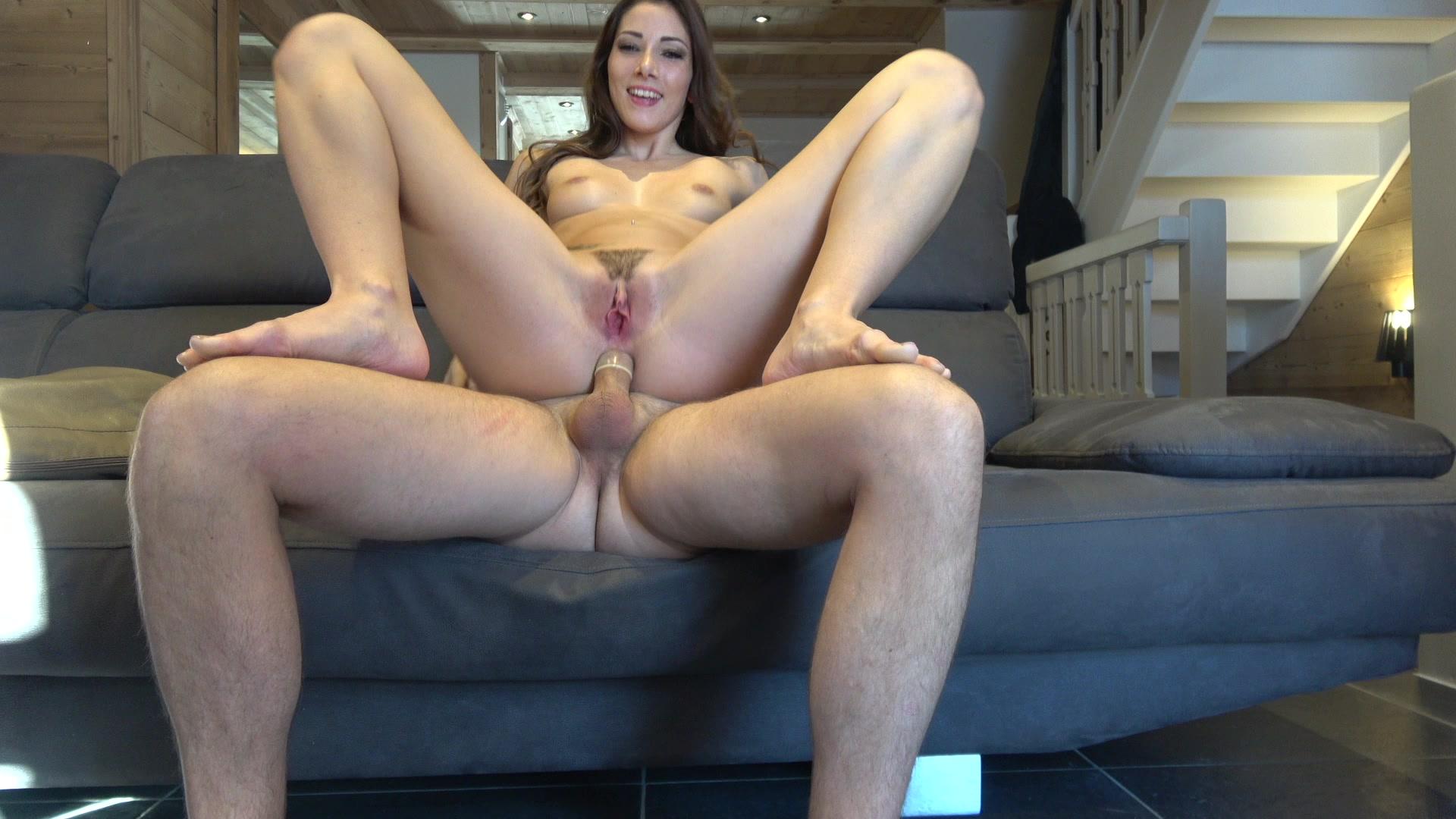Rothaarige Transen Larissa Weyckert gibt Kopf und reitet Schwanz mit anus