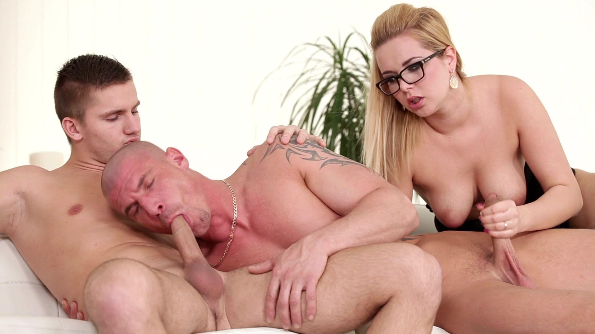 Bisexual body builders — img 12