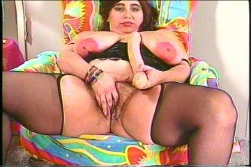 Handjob squirt lesbo oral