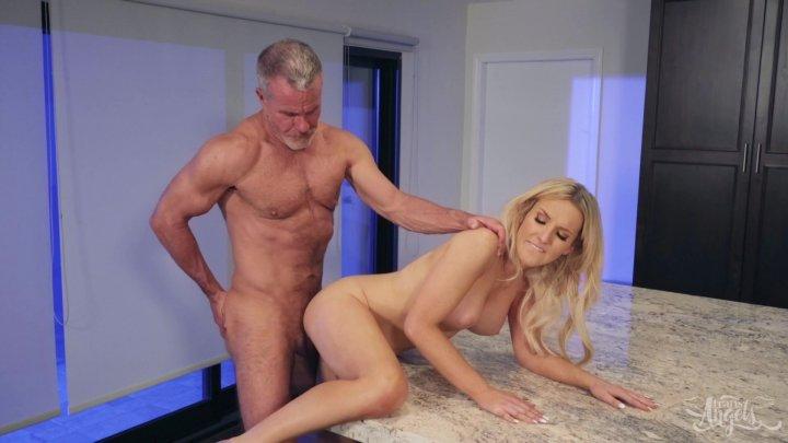 Streaming porn video still #1 from Meet My Folks