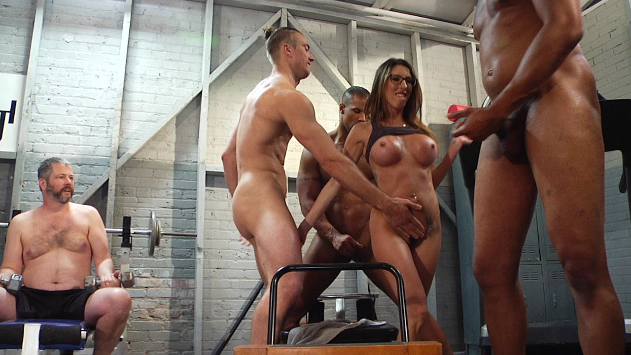 Cuckold Gangbang Dava Foxx Fucks All The Guys At The Gym -9323