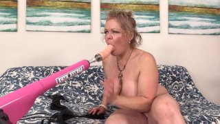 Streaming porn scene video image #2 from Mature Chunker Has Fun With Her Sex Machine