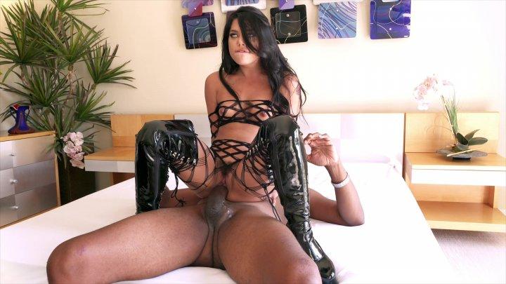 Streaming porn video still #2 from Dredd 4