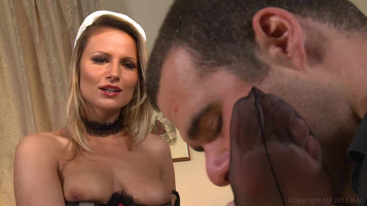 French Maid Service (Anna Apprentie Soubrette) (French)
