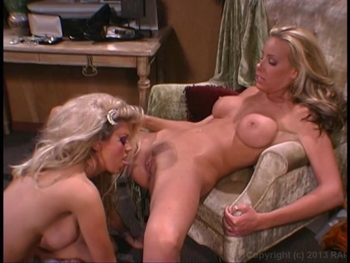 Jenna Jameson Has A Sensual Lesbian Encounter