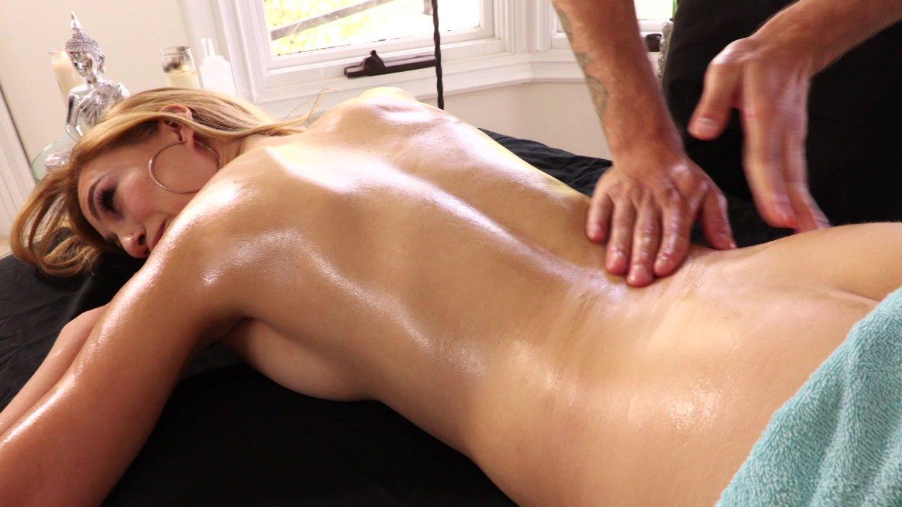 Видео порно массажист соблазнил клиентку