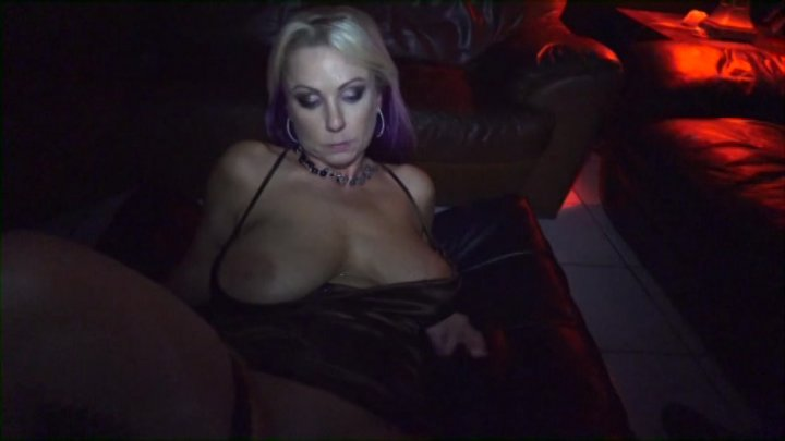 Quality porn Yng black pussy spank wire