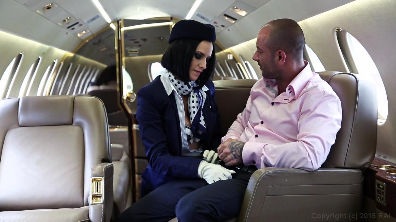 парни секс со стюардессами видео виде этой женщины