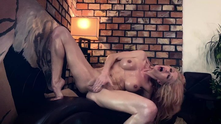 Streaming porn video still #1 from Cougar Queen: A Tiger King Parody