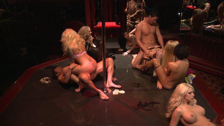 Streaming porn video still #4 from BATFXXX:  Dark Night Parody