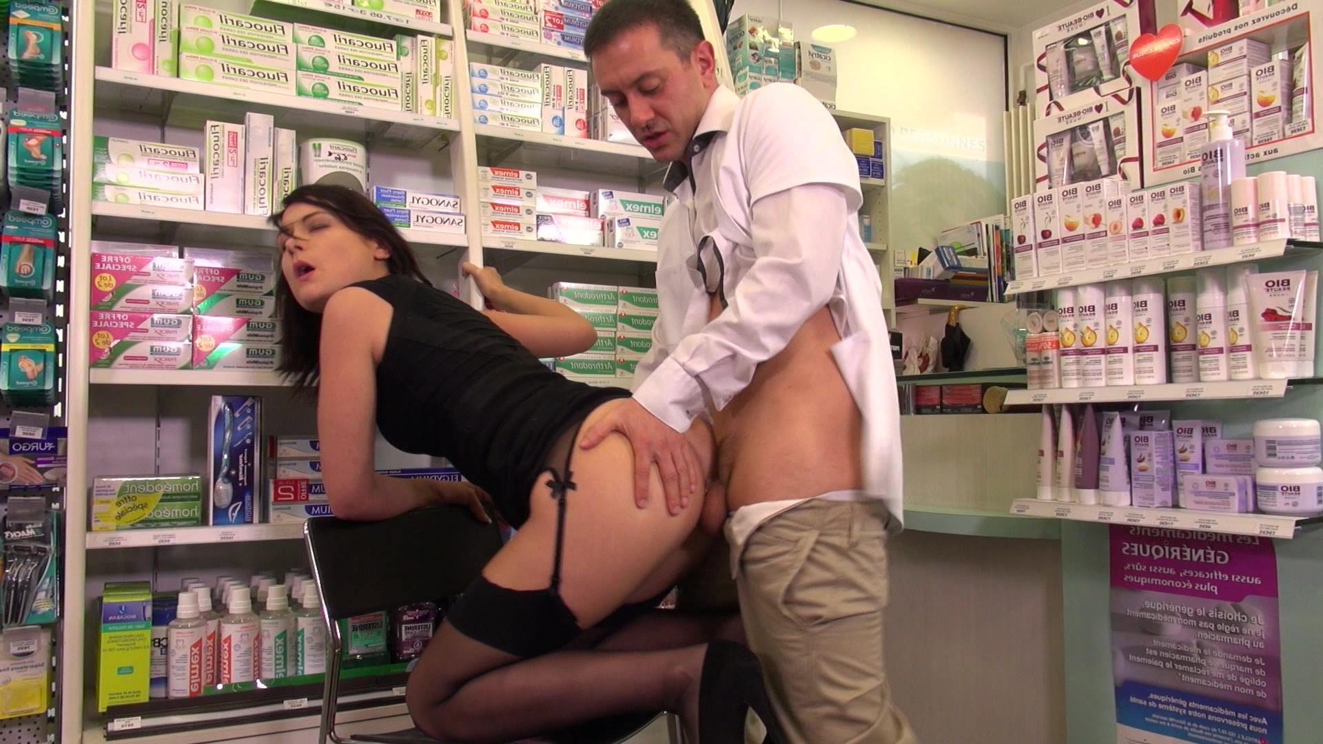 Celebrity pharmacist threatens to harm himself following news of his controversial dating life