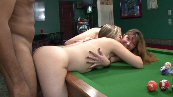 Porn tube Girlfriend gives best handjob