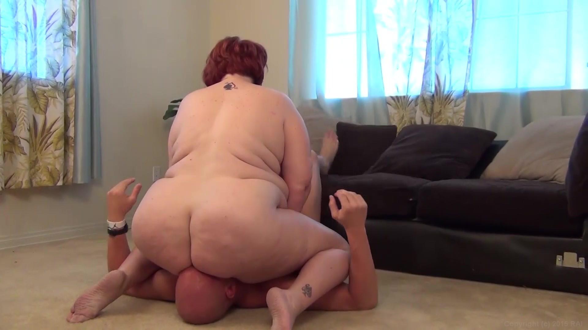 Chubby girl facesitting fuck face slave girl