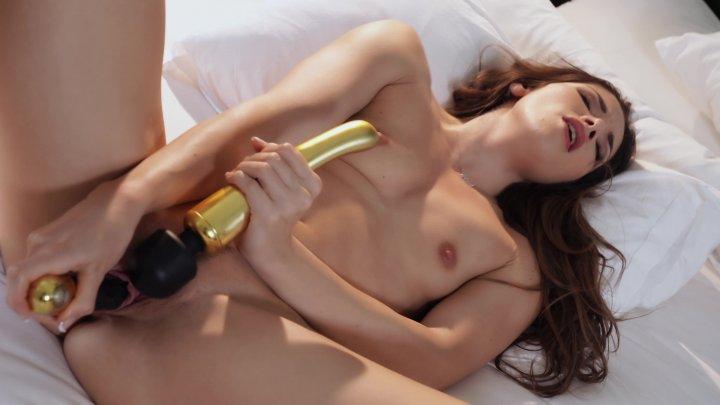 Streaming porn video still #2 from Stars 2