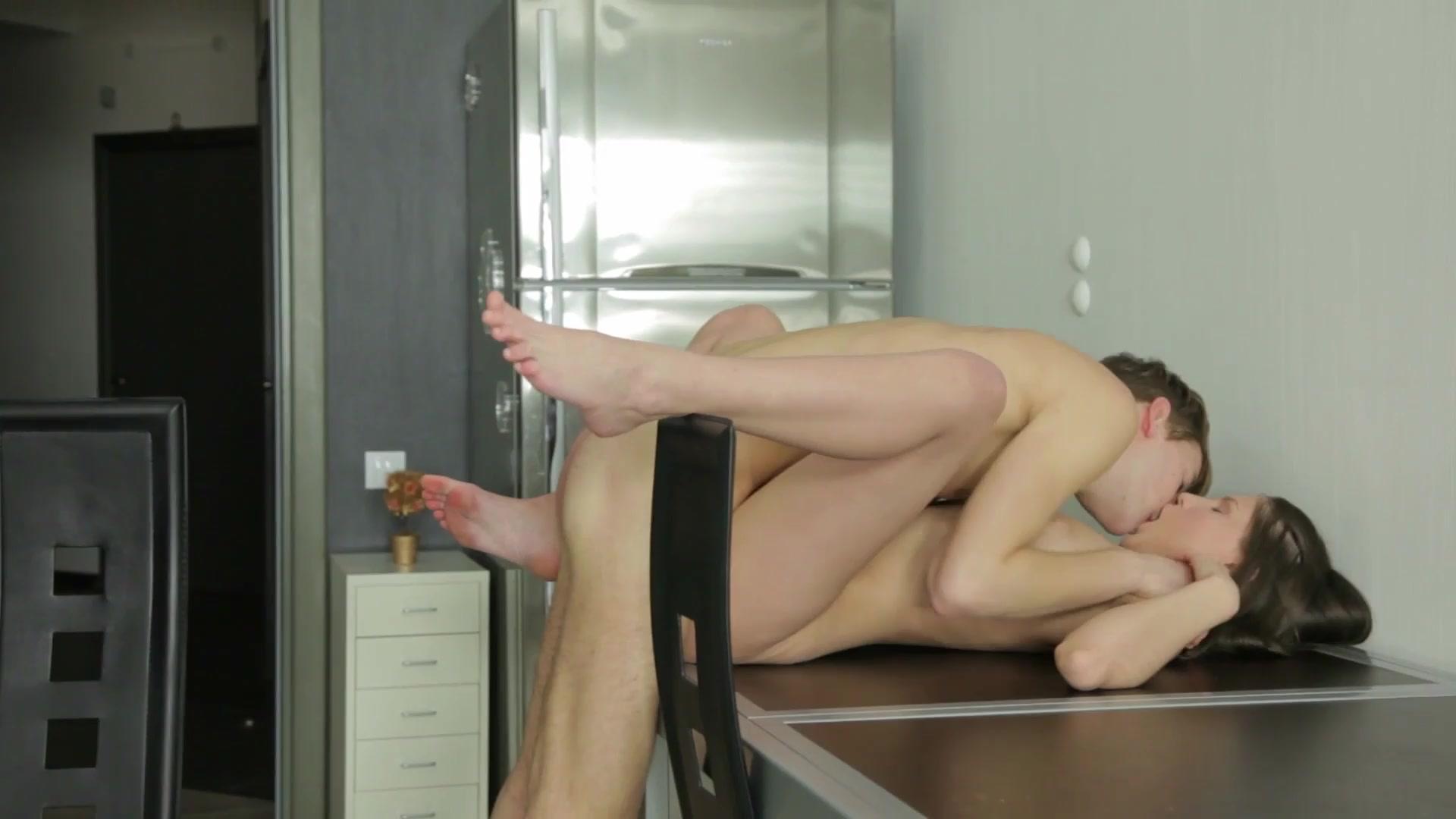starpom-odezhde-nayti-video-pro-seks-zanyalis-na-kuhonnom-stole-orgazmom-zhurnal-foto