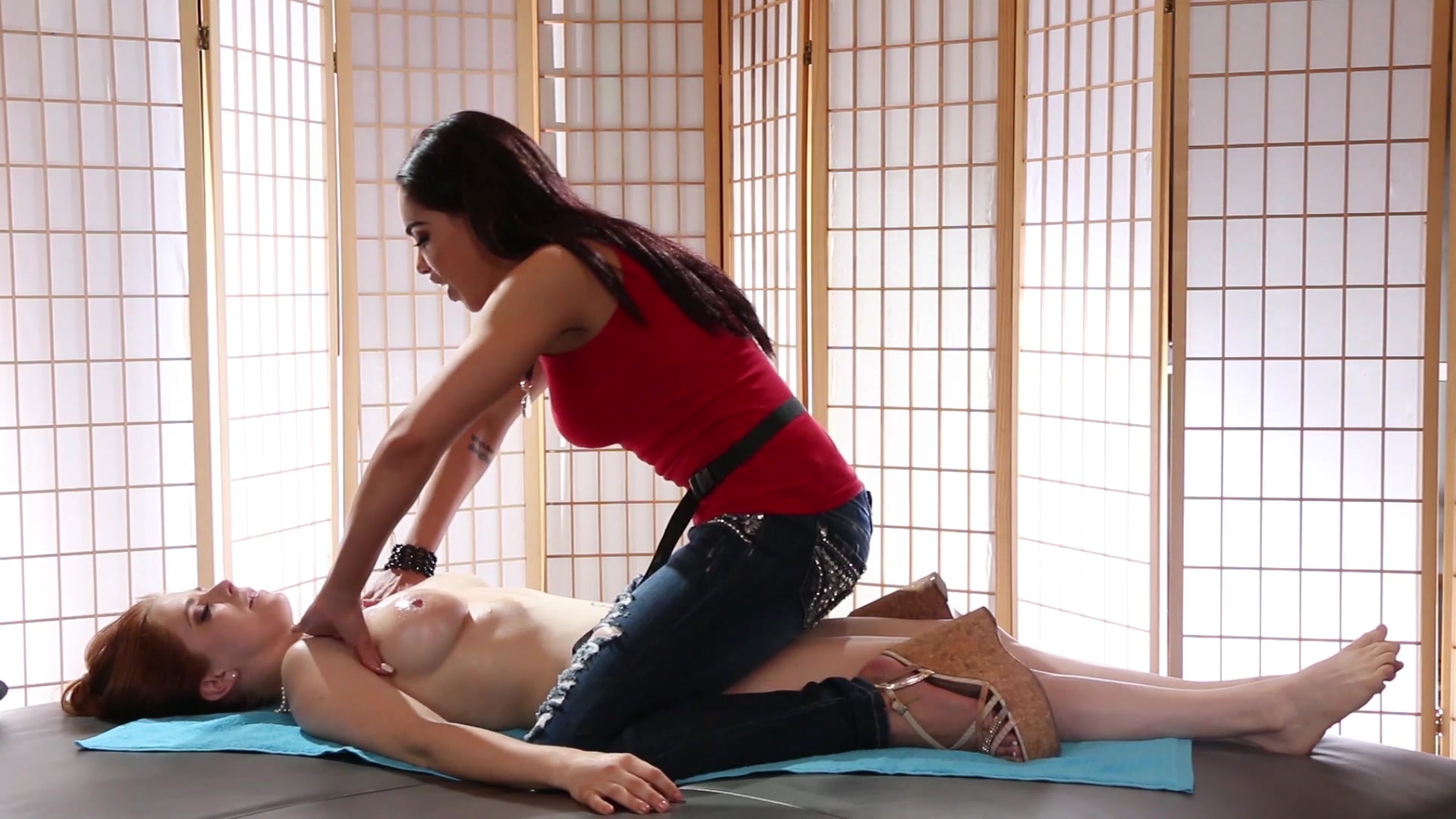 Massage turns into hot orgy