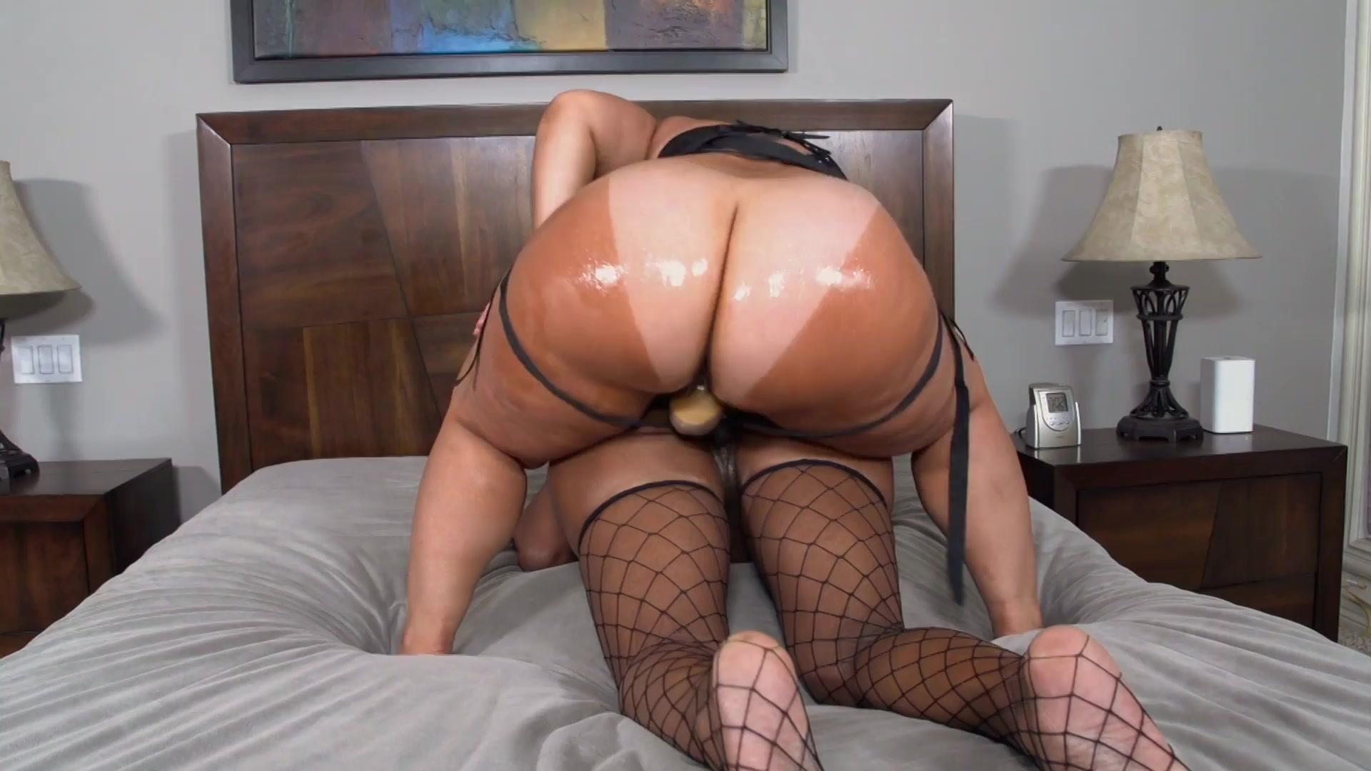 Vibratone balls in ass