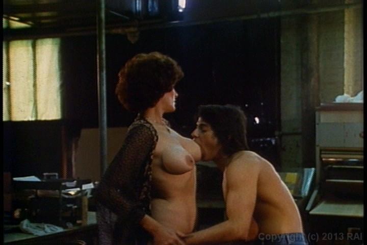 Kaley cuoco talks big bang theory sex scenes with johnny galecki
