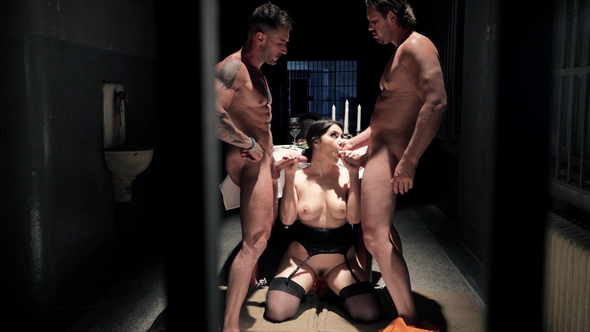 Порно с переводом в тюрьме фильм