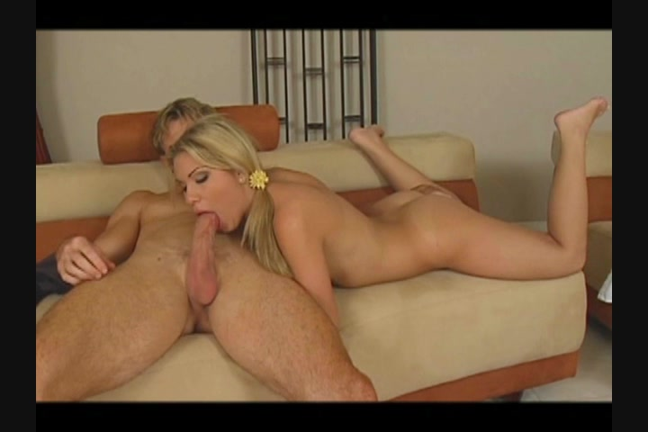 Hot niked coupledoing sex