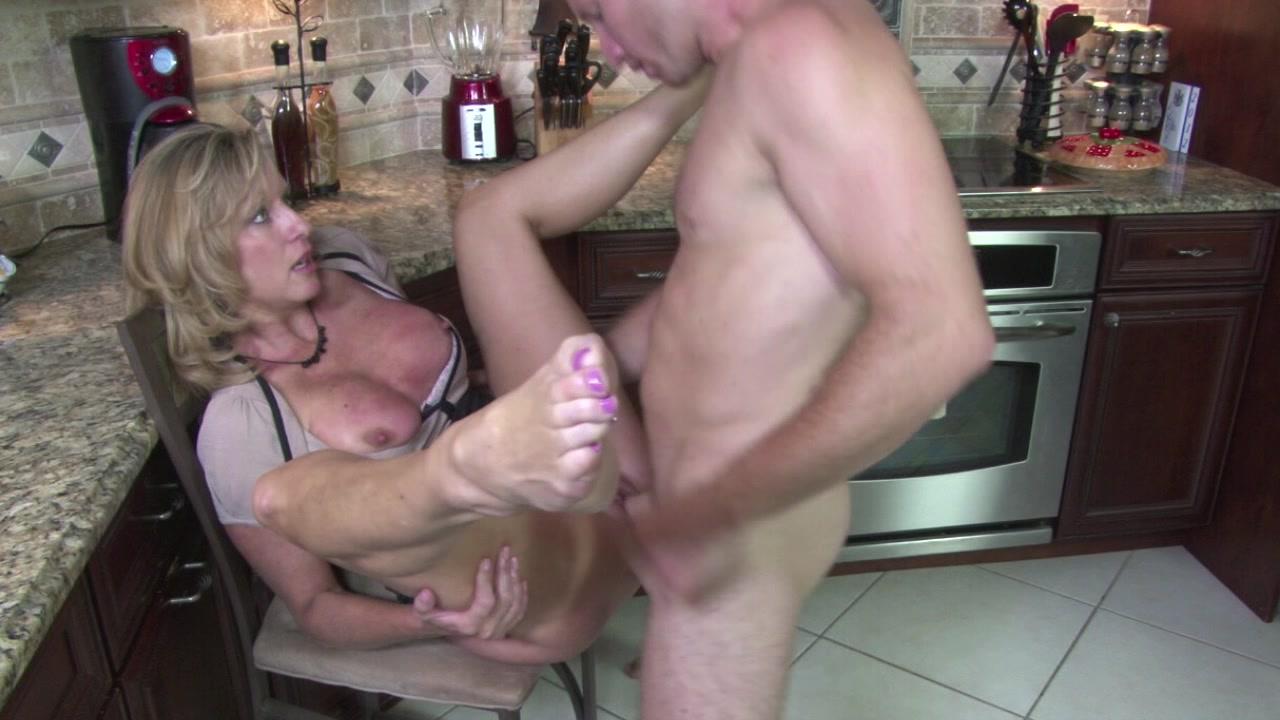 секс на кухне застряла рука в раковине мой муж, сказал