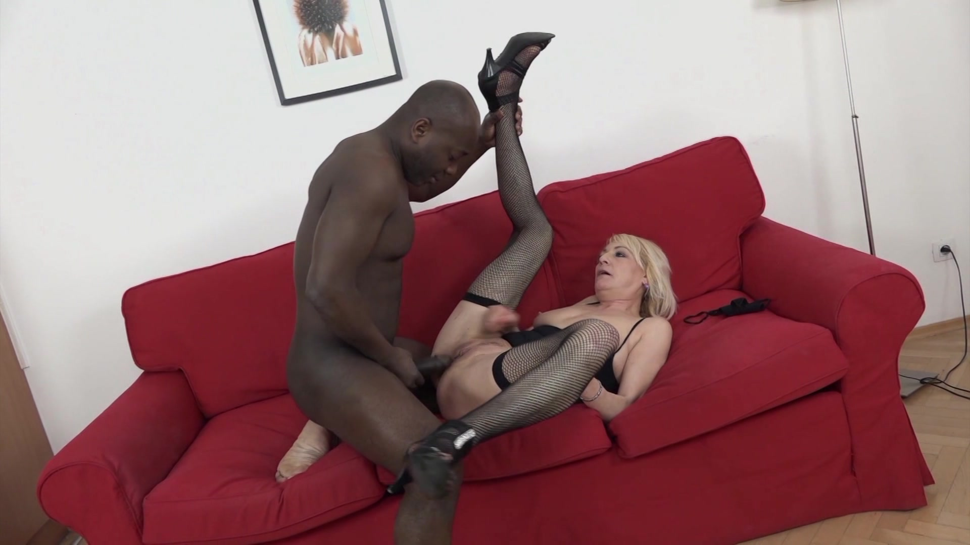 Cougars love black cock — img 4