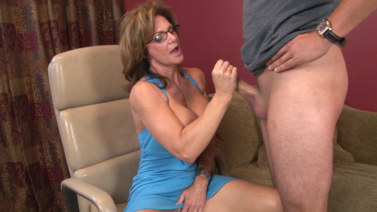 Wife gets ass licked