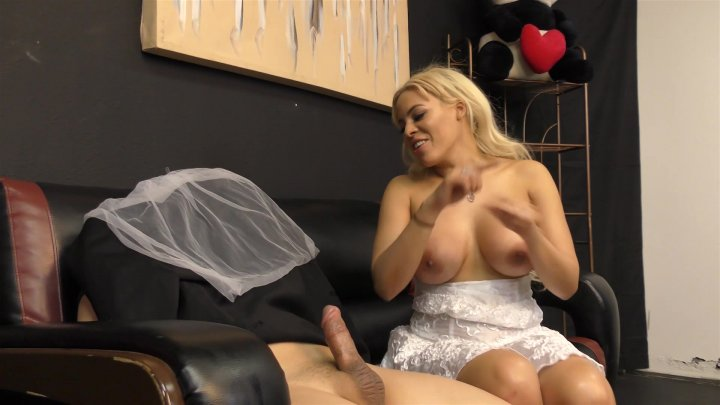 Streaming porn video still #2 from Cuckers And Suckers