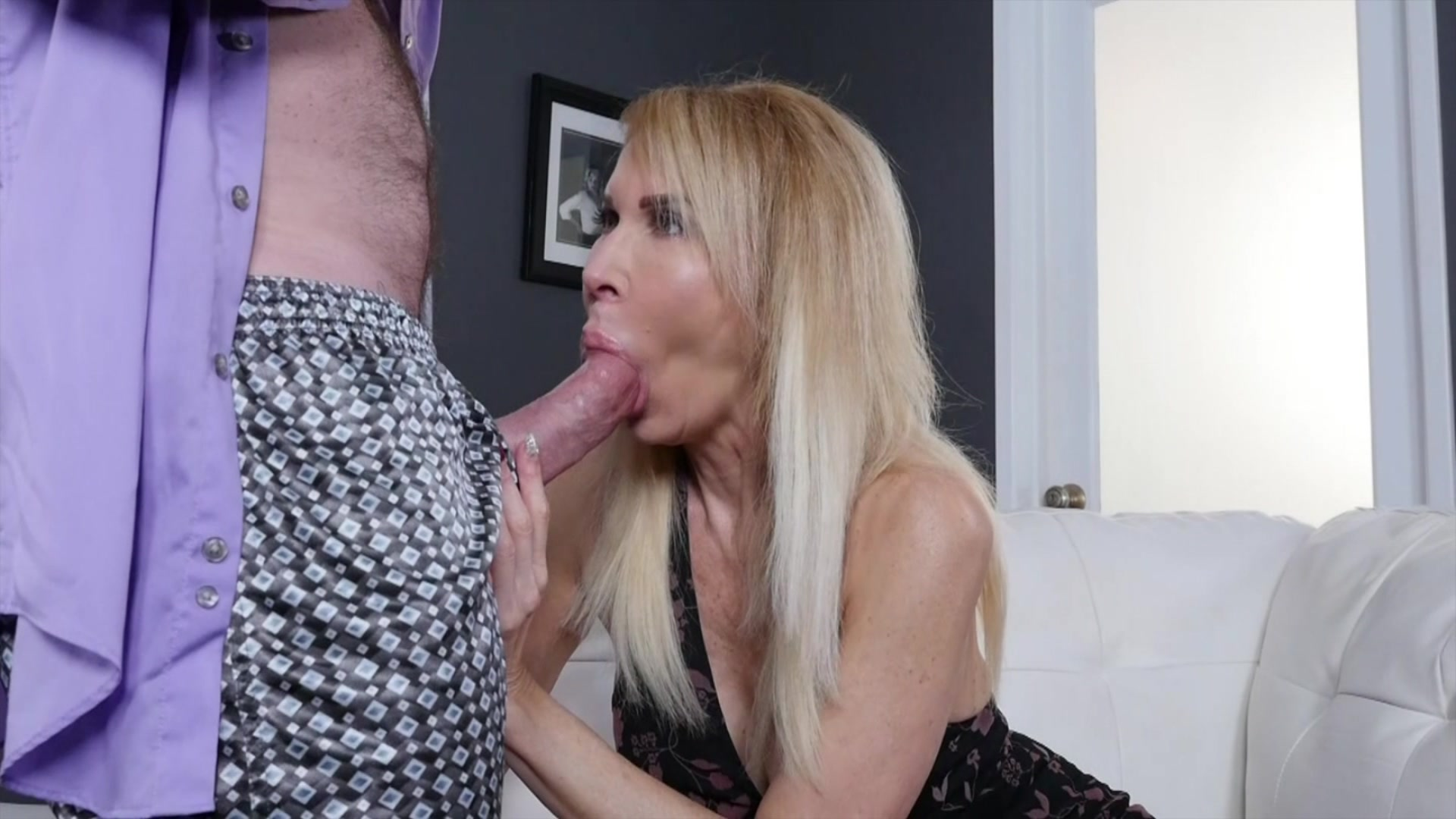 Desperate woman begs doctor to fuck and inseminate her right in the office picture