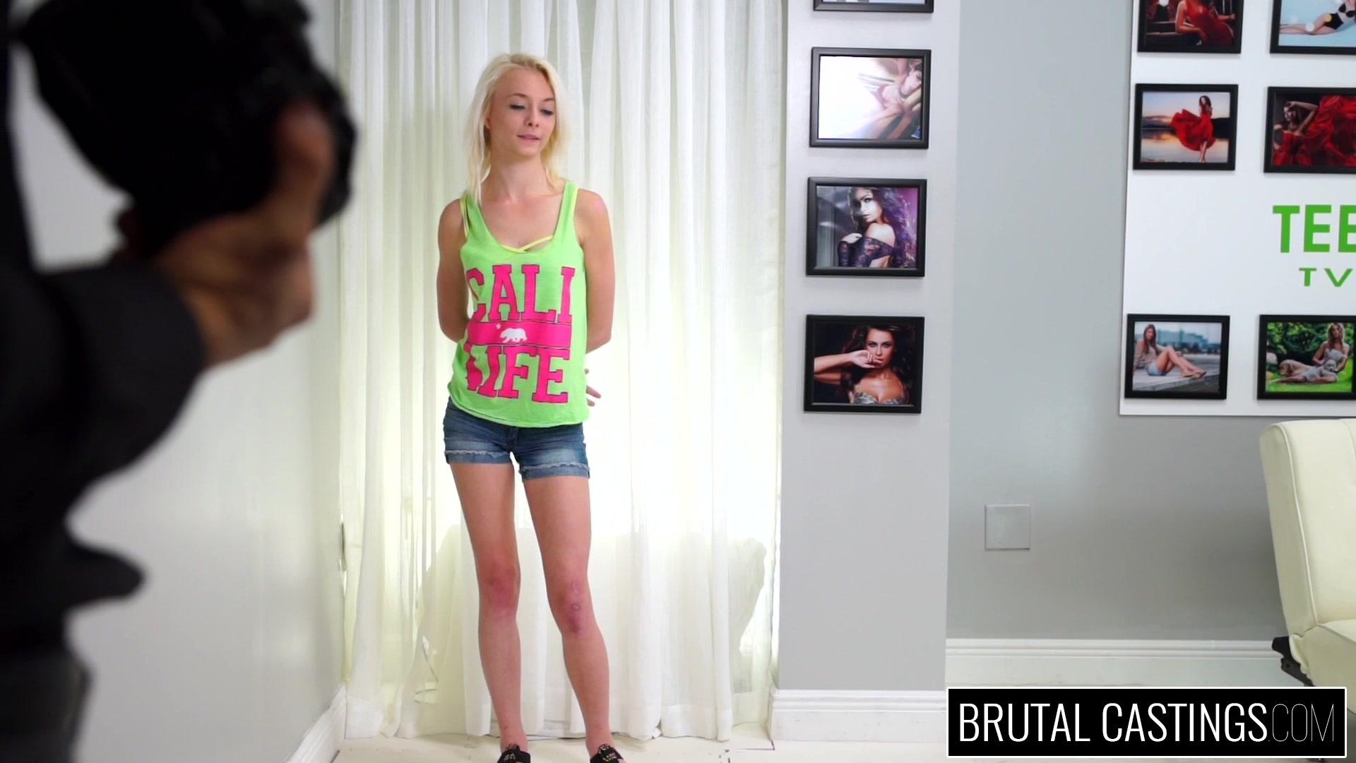 Русская блондинка на кастинге, Порно видео онлайн: БлондинкиКастинг 10 фотография