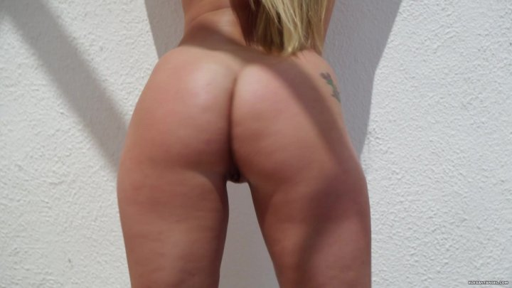 Streaming porn video still #4 from White Booty