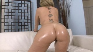 Screenshot #7 from Busty Mom Gets BBC