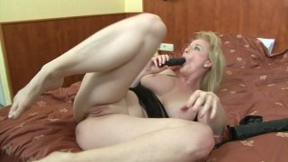 Screenshot #17 from Busty Mom Gets BBC