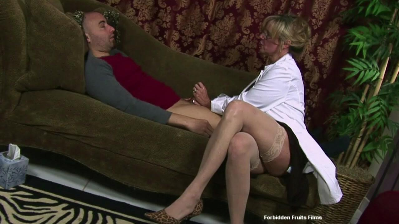 у психотерапевта секс смотреть - 12