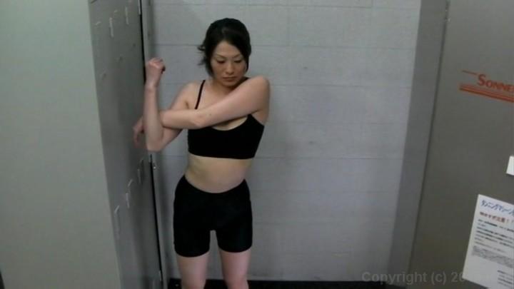 Скрытая камера спортзал раздевалка
