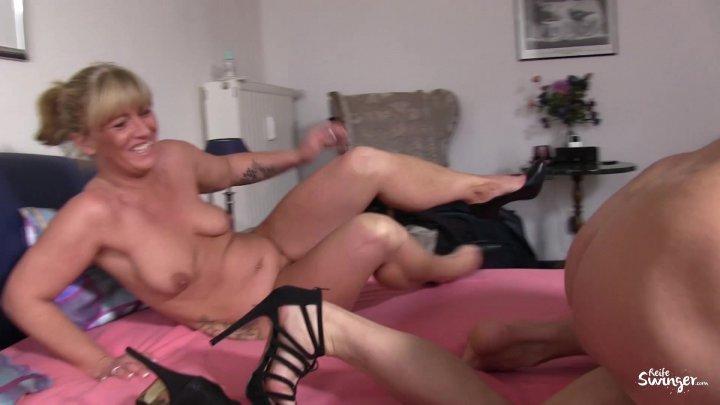 Streaming porn video still #1 from Reife Swinger 7