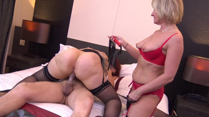 Streaming porn video still #1 from Cougars tres anales
