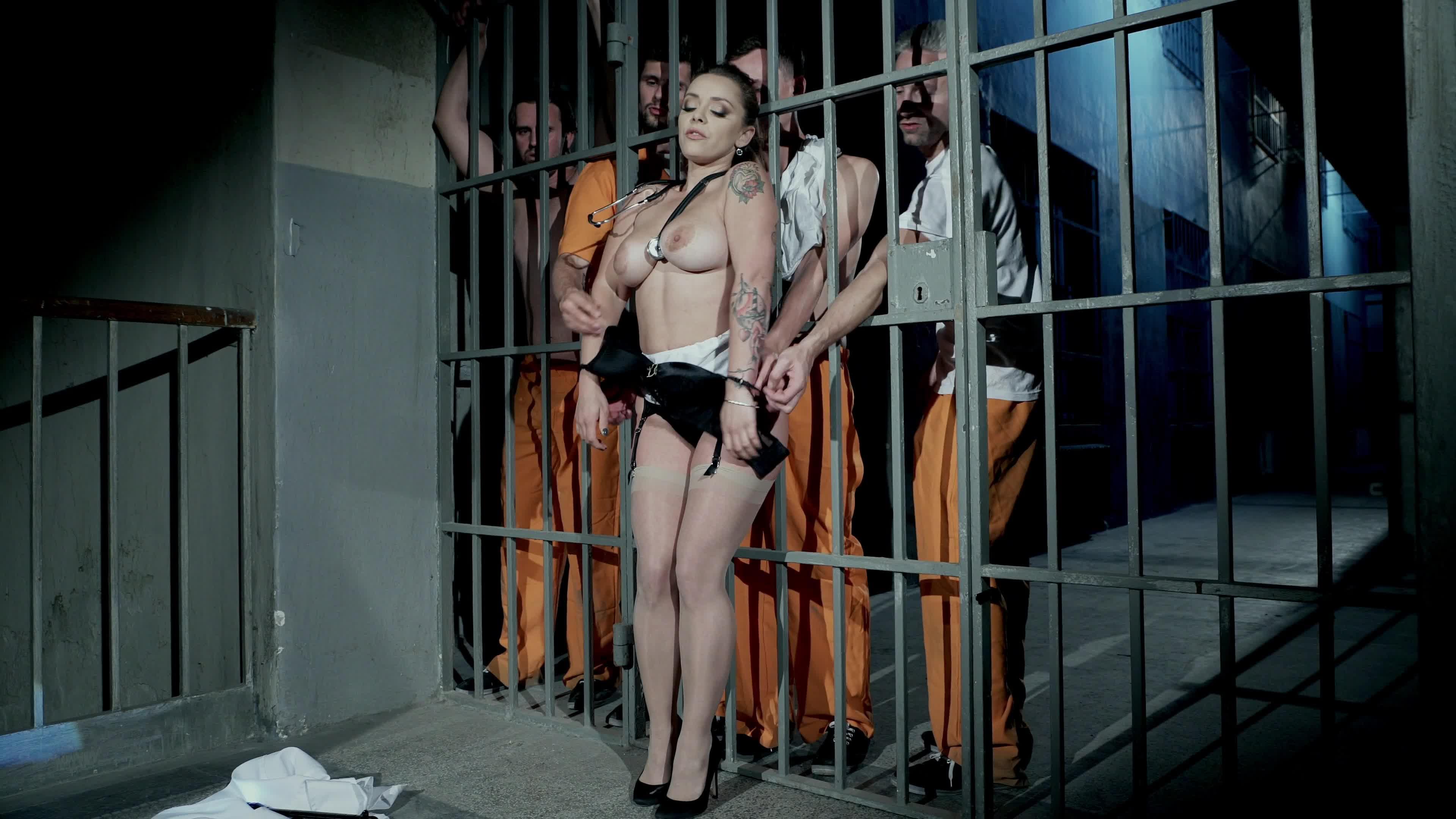 Warden prison