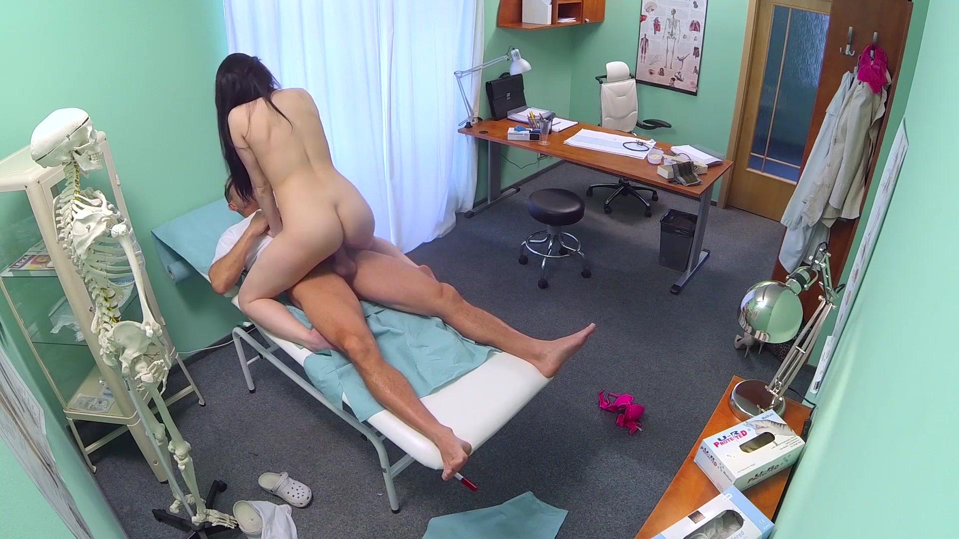 Порно азиаток у врачей скрытой камерой