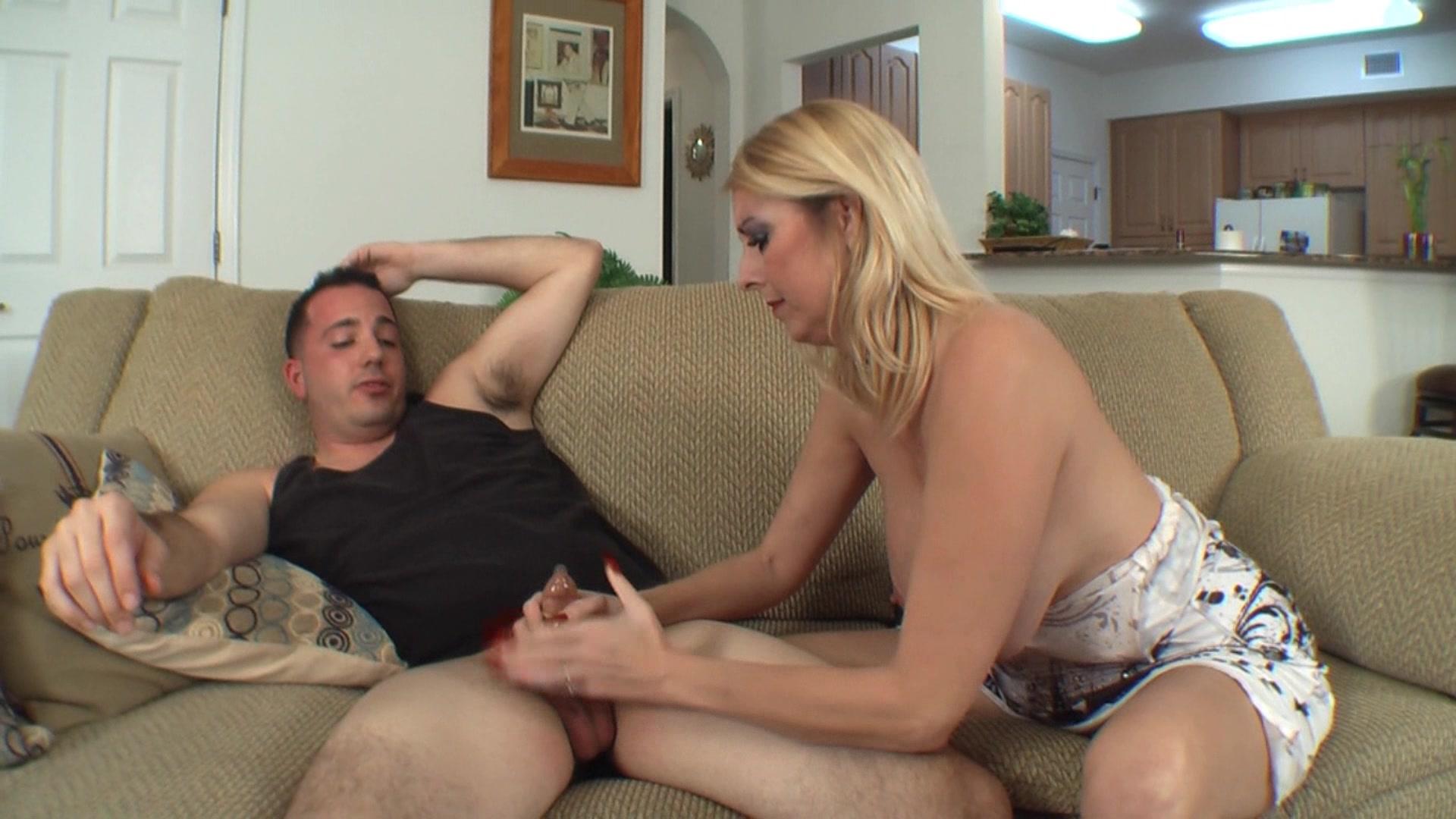 Порно изменяю мужу с родным сыном