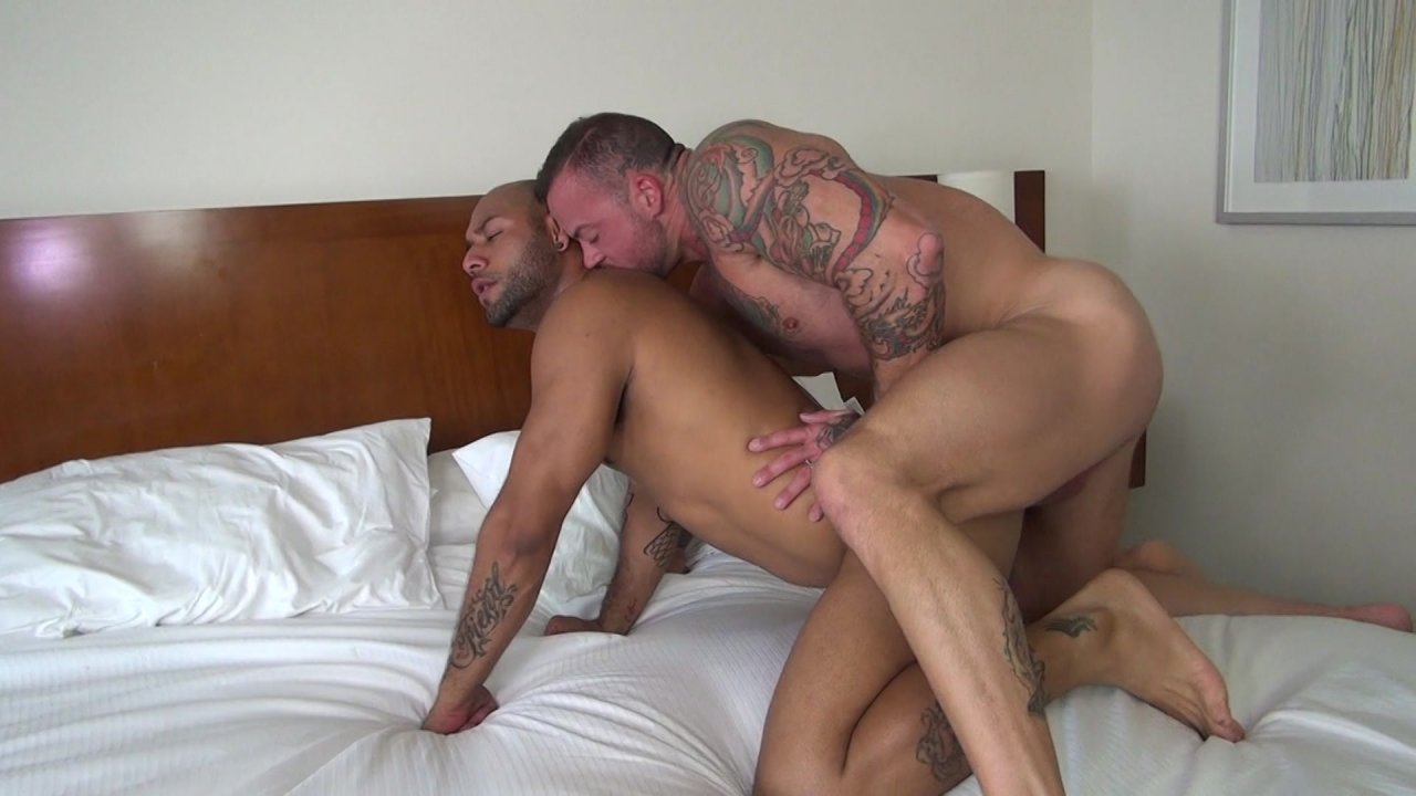 gay groupsex free