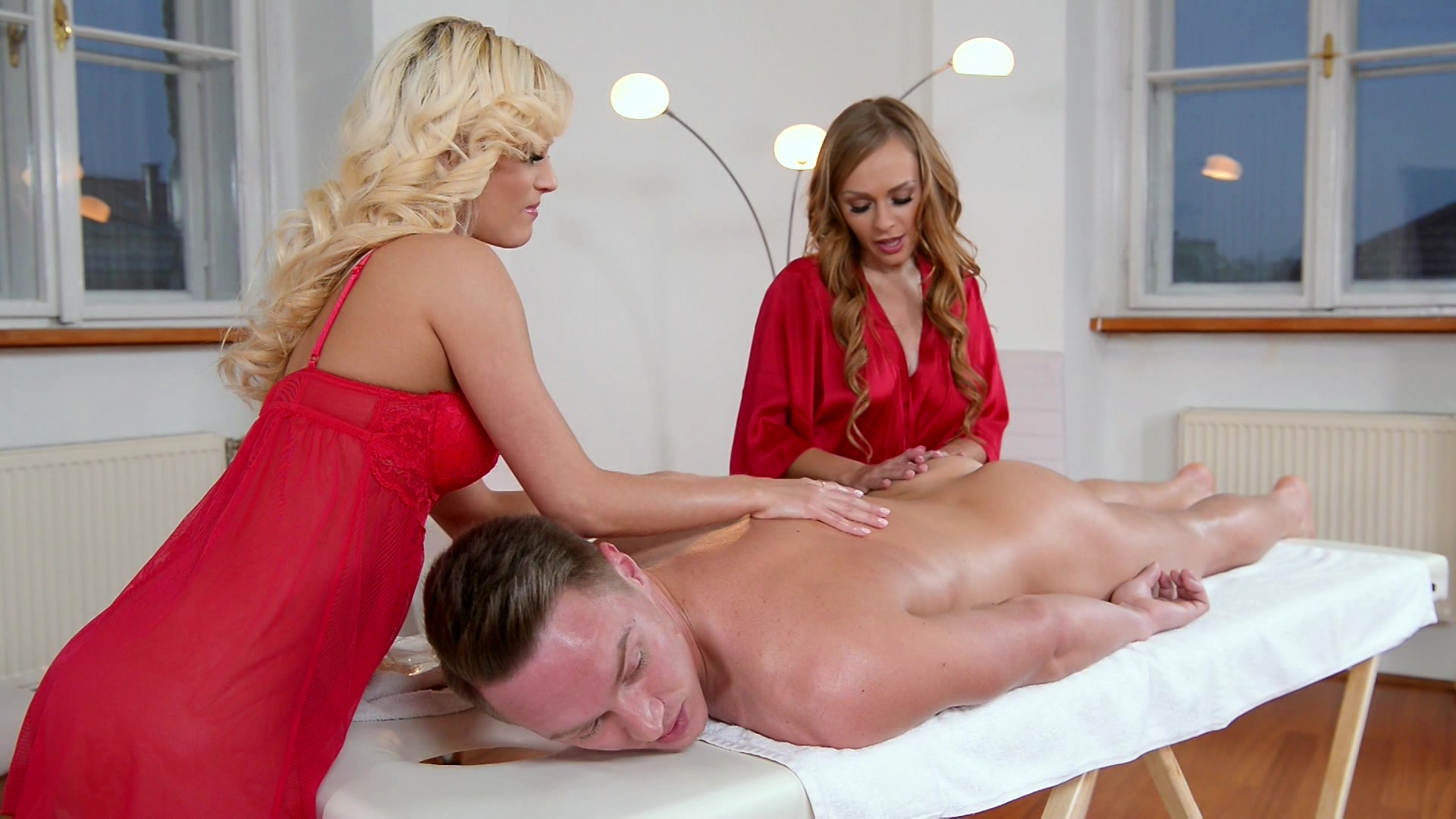 Fucked while getting a massage — photo 4