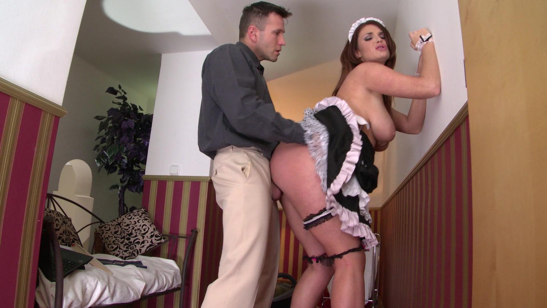 порно муж трахает домработницу пока жена не видит приспустила